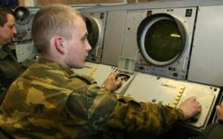 Какие есть типы материальной ответственности военнослужащих по контракту в армии и каков порядок заключения договора?
