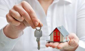 Примерная стоимость оформления дарственной на квартиру: сколько обойдутся услуги нотариуса? Как можно сэкономить?