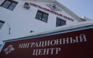 В течение какого срока и как продлить вид на жительство в России?
